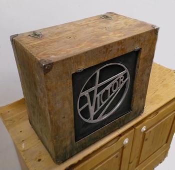 VICTOR cinemagraph loudspeaker